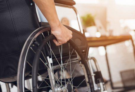 Abuso dei permessi per assistere un familiare disabile: attenzione al licenziamento