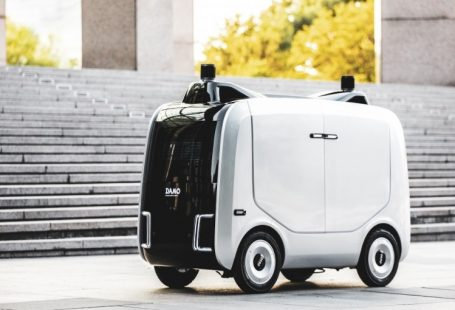 """Alibaba presenta il robot """"postino"""""""