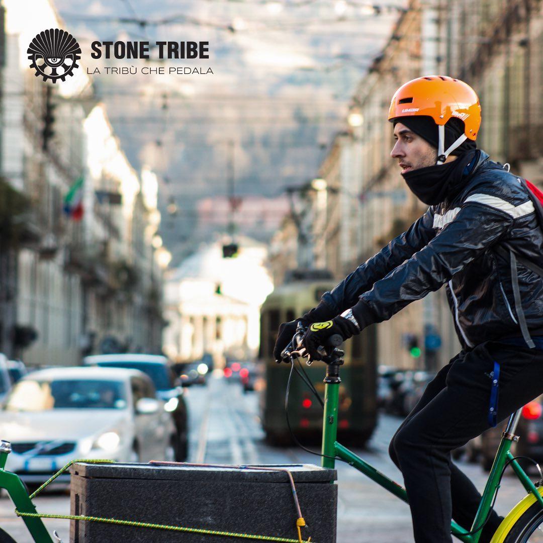 Un rider di Stone Tribe Delivery