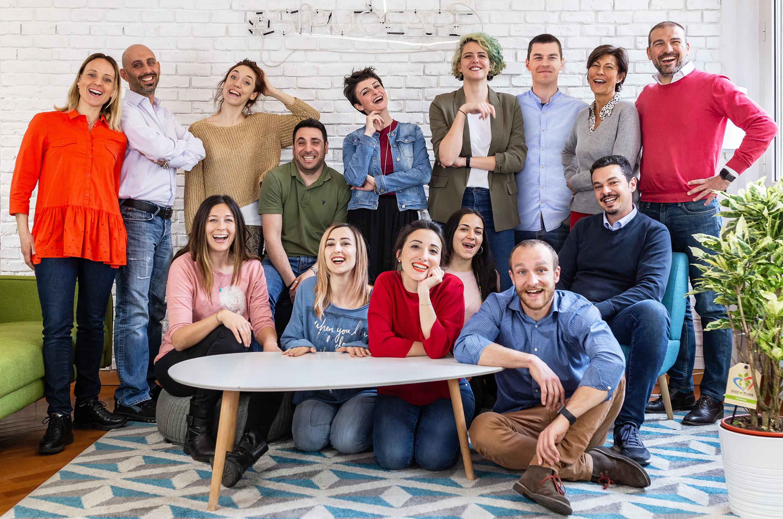 Gruppo di ragazzi, lavoratori della startup Jobby